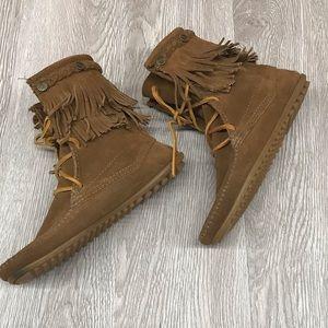 Minnetonka Moccasin Fringe Boots